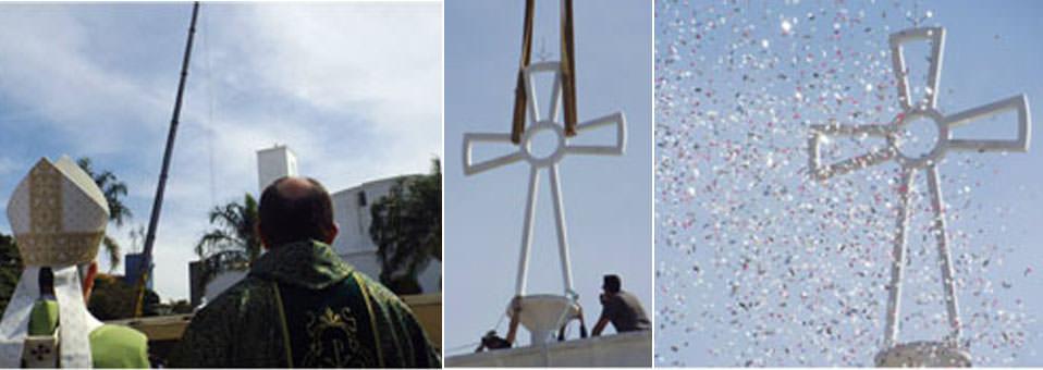 Missa dos 60 Anos, fixação da Cruz