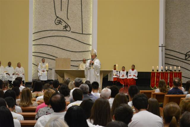 85 jovens receberam o sacramento da Crisma