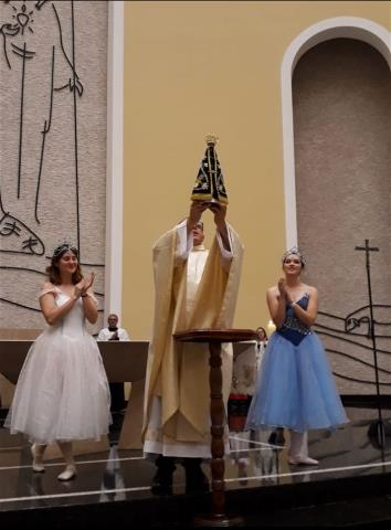 Entronização e coroação da imagem de Nossa Senhora