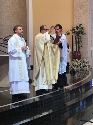 Crisma e Eucaristia