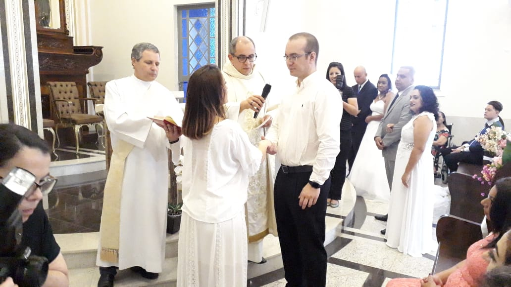 Três casais recebem o Sacramento do Matrimônio