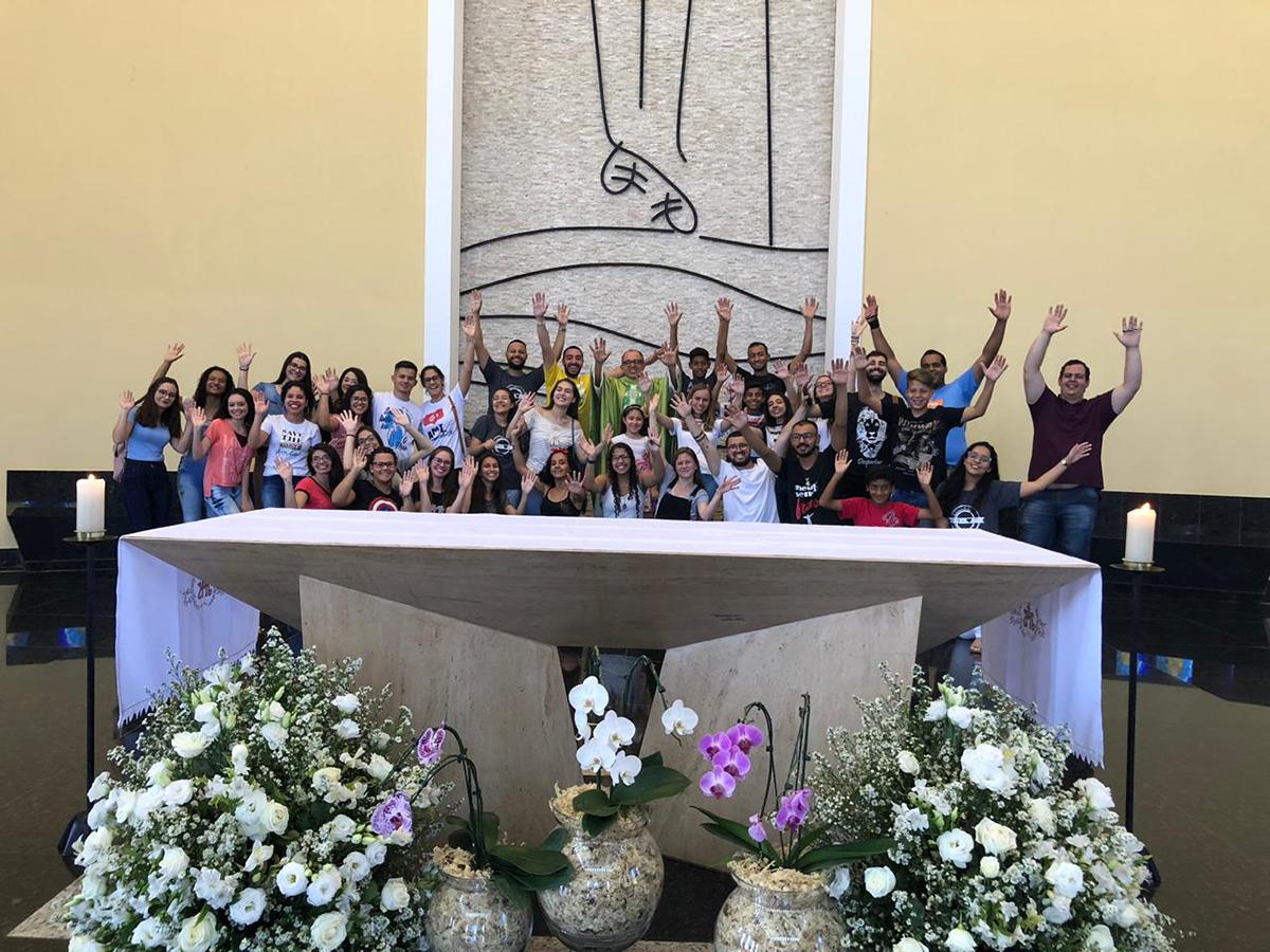 Jovens discípulos missionários