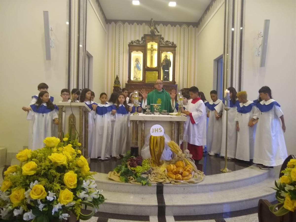 22 jovens receberam a Primeira Eucaristia