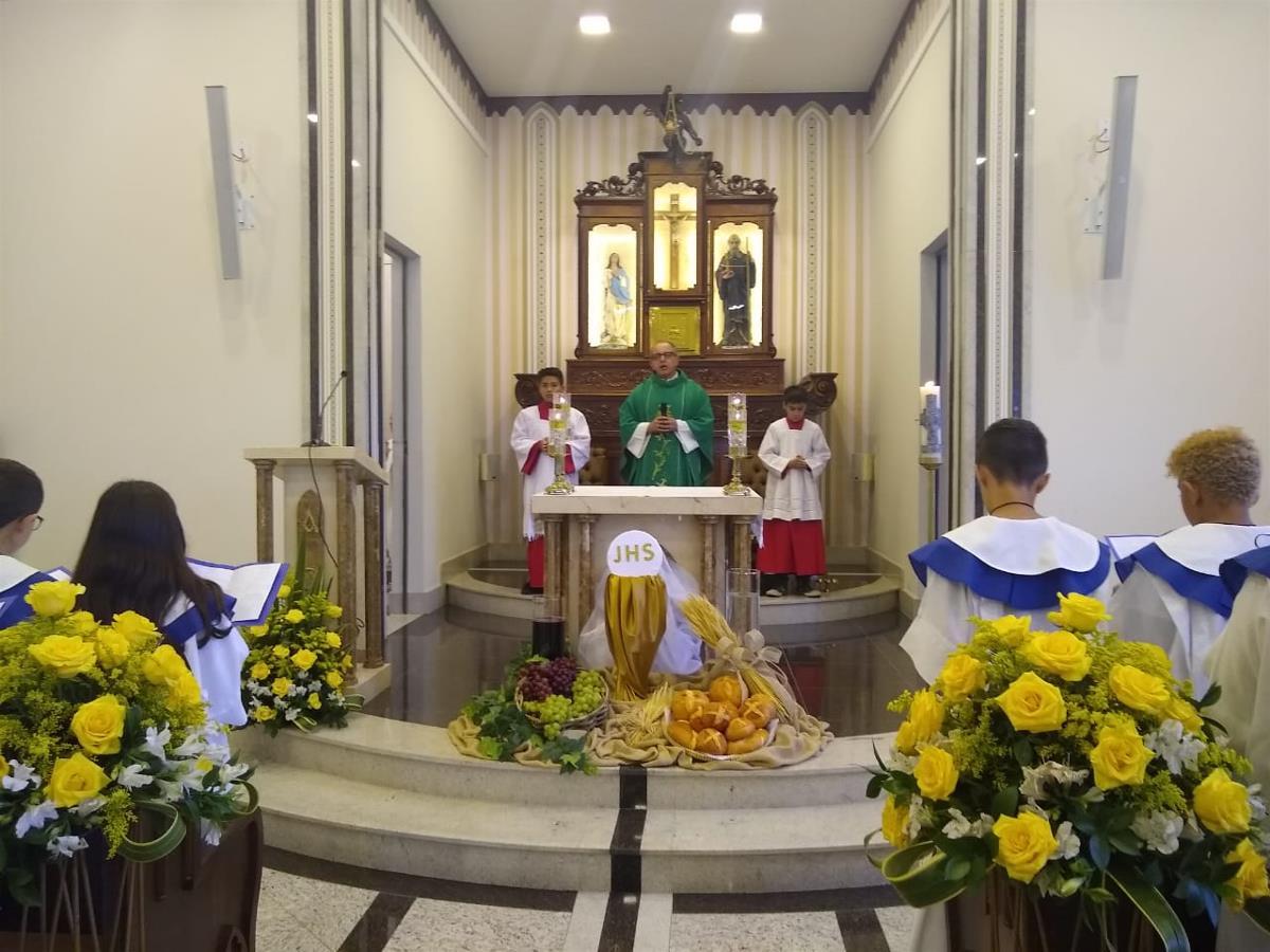 <i>22 jovens receberam a Primeira Eucaristia  (10/11/2019)</i>