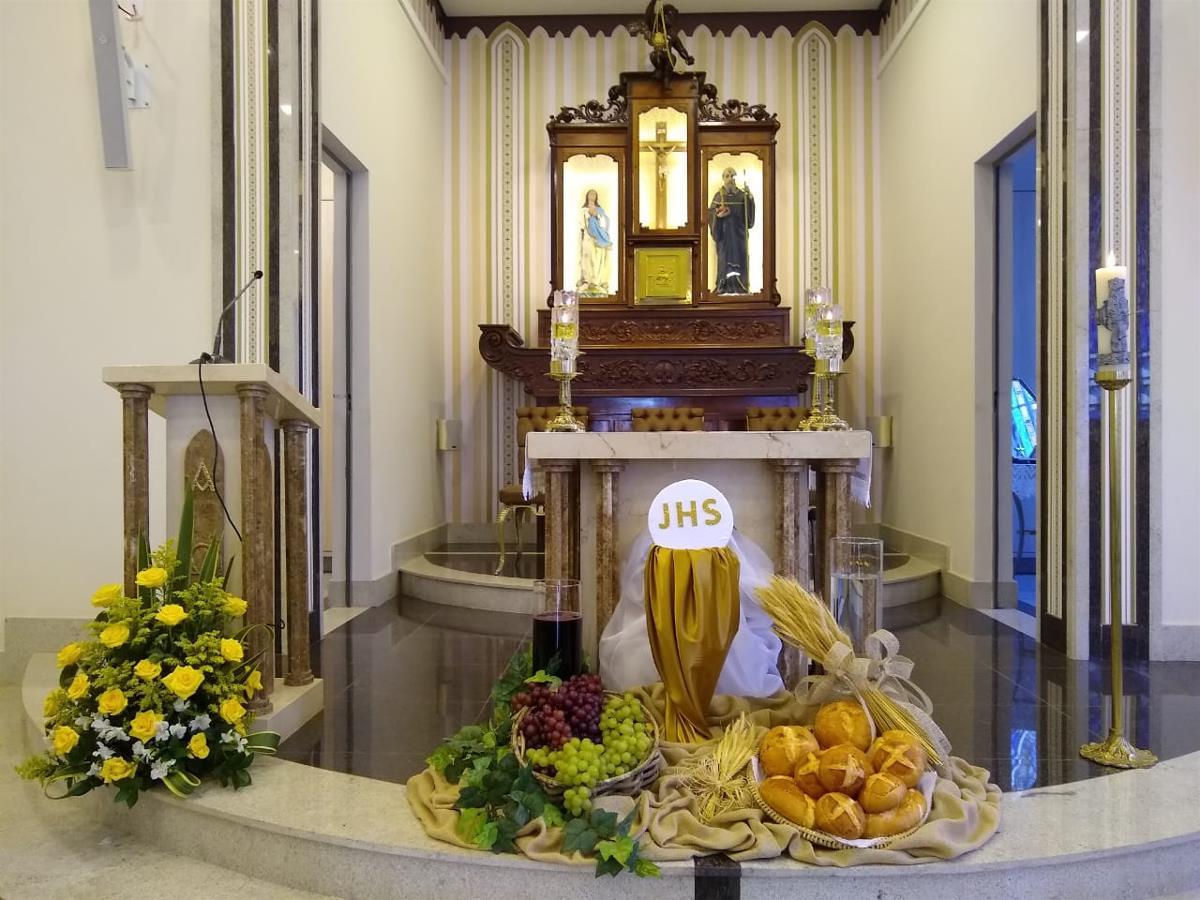 183 jovens receberam a Primeira Eucaristia