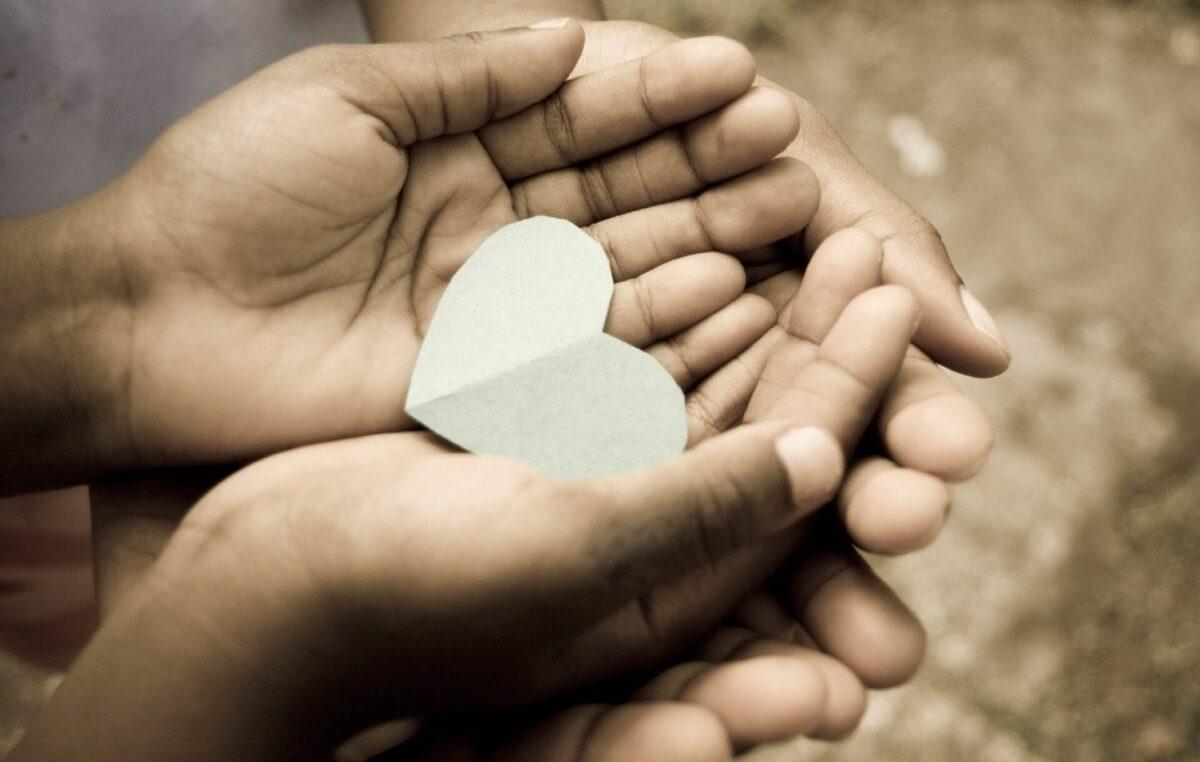 Caridade: sintonia com o coração de Deus